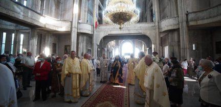 """Parohia """"Sfinții Apostoli Petru și Pavel"""" din cartierul clujean Mănăștur, și-a prăznuit astăzi ocrotitorii"""